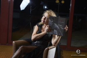 Emanuela Rossi con il volume di eccellenze italiane 2016, prima edizione